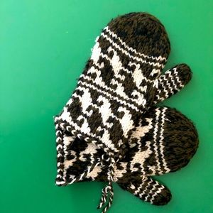 cowichan style mitts